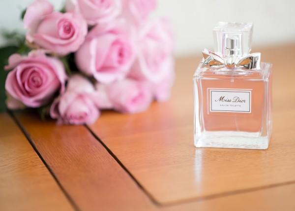 anniversaire maman 80 ans parfum et bouquet rose