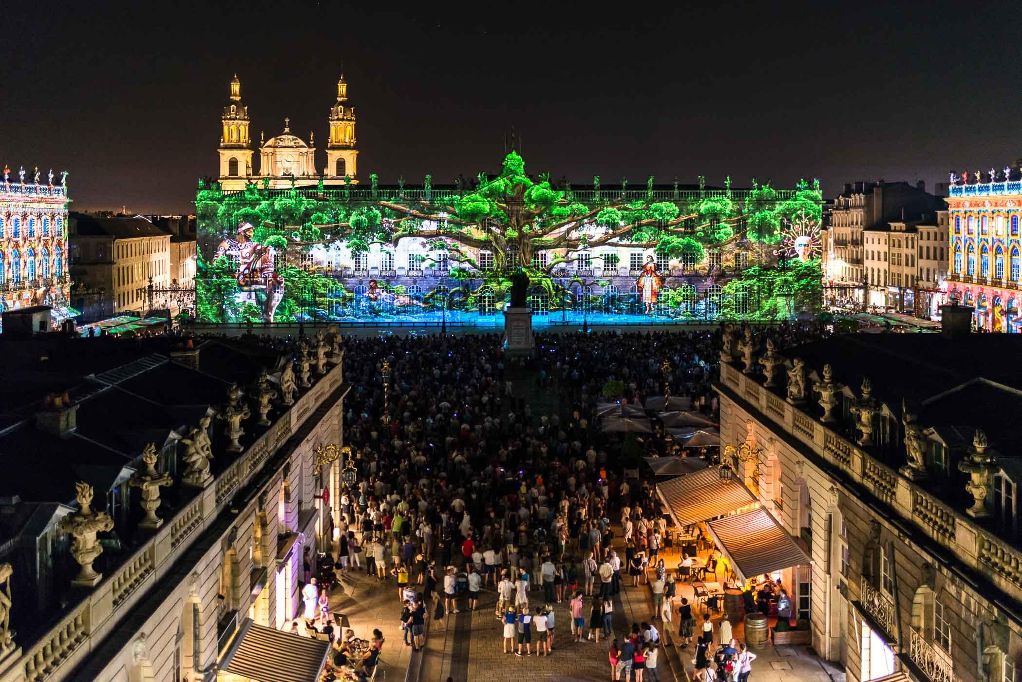 Place Stanislas depuis la Porte Héré un soir de spectacle, rendez-vous Place Stanislas et Arc Héré