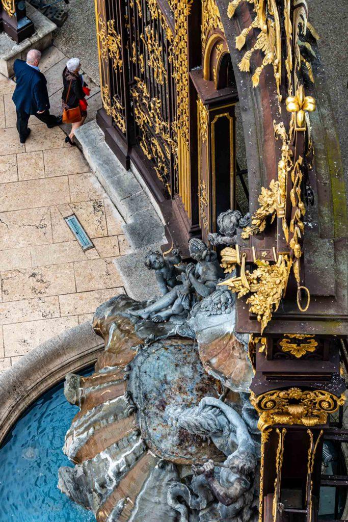 Fontaine Amphitrite-Vue du haut-Toit Opéra 1400px-6697